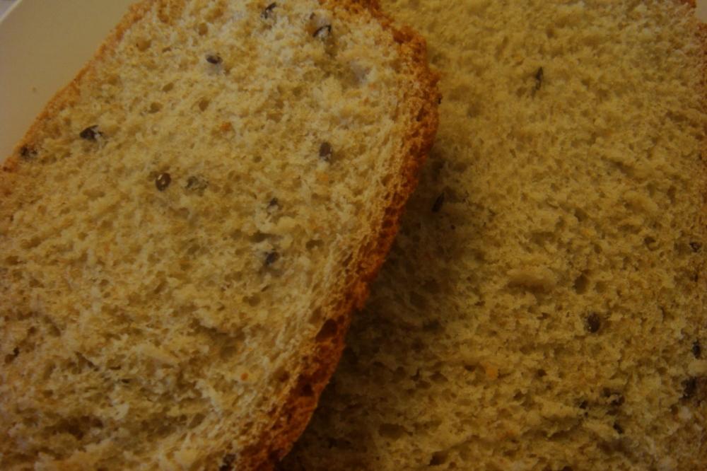 Fatias de pão com linhaça, já no prato!
