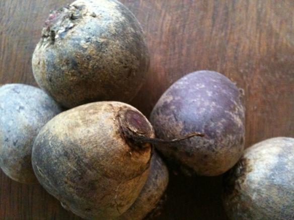 """""""the beets"""". Nçao são bonitas não, mas são organicas (="""