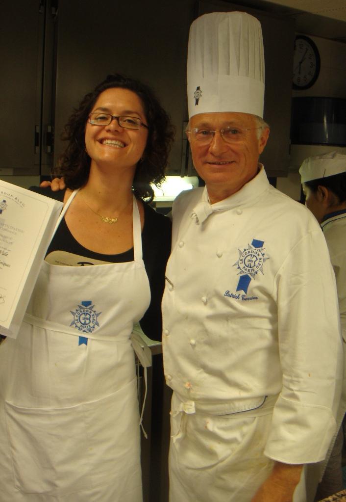 Eu e Chef Terrien ao final da aula. Ele é bem legal e engraçado.