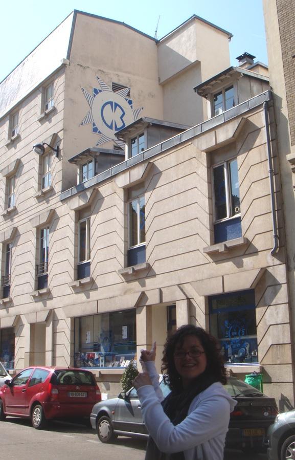 A faixada da Le Cordon Bleu em Paris. Em um bairro tranquilo, longe dos centros turísticos de Paris.