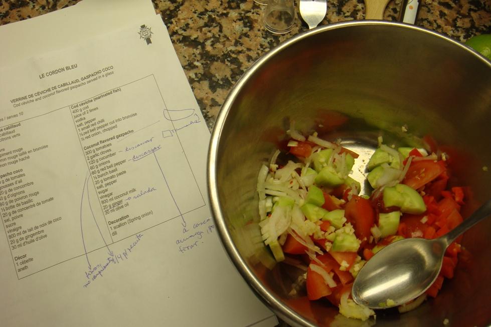 Preparando a receita, anotando e ainda tirando foto. Ufa!