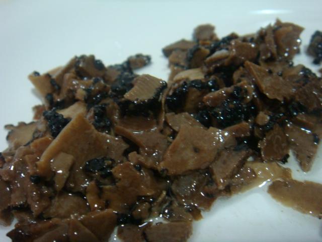 Carpaccio de trufas negras - fatiei tudo para preparar o risoto