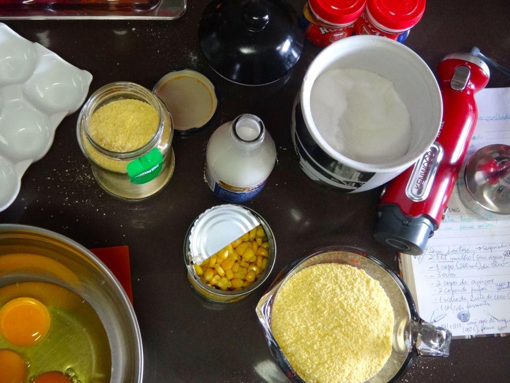 Bolo de milho: tudo pronto, mixer separado!